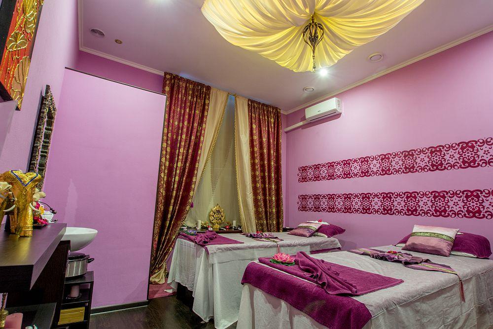 v-kakom-massazhnom-salone-v-ekaterinburge-predlozhat-intim-forum-foto-ochko-telki